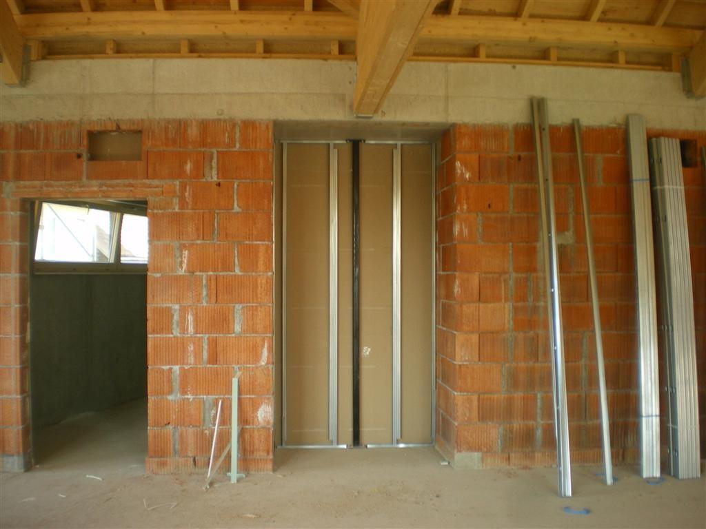 Semaine 23 : mise en place de la niche pour la cloison mobile dans la salle.