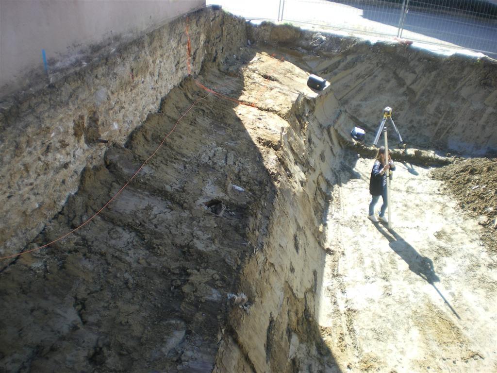 Vendredi 9.09.2011  - terrassement de finition avant la pose d'un drainage