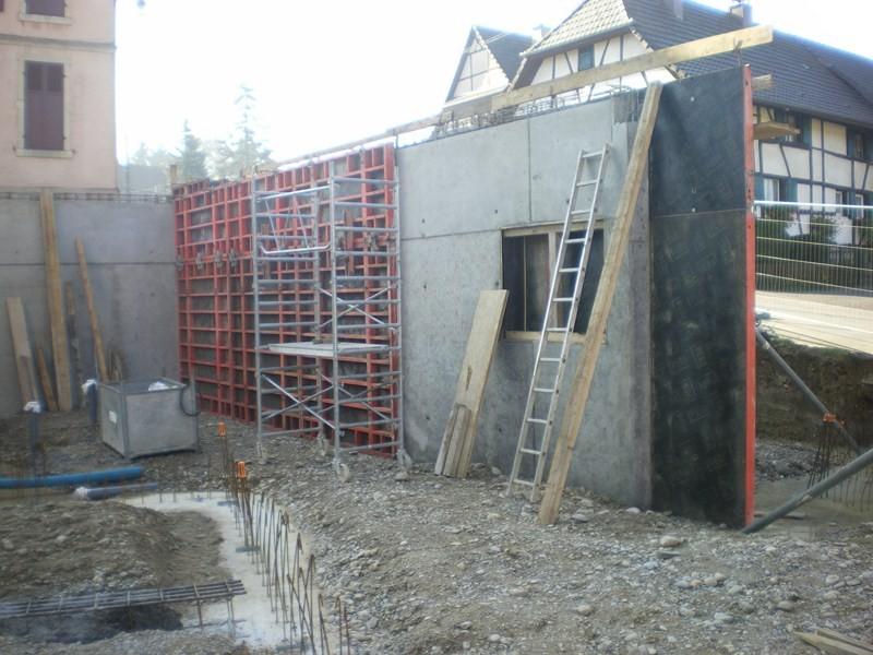 Semaine 41/42: Mur de séparation couloir/ bureau du maire et du secrétaire de mairie au fond coté école la chaufferie