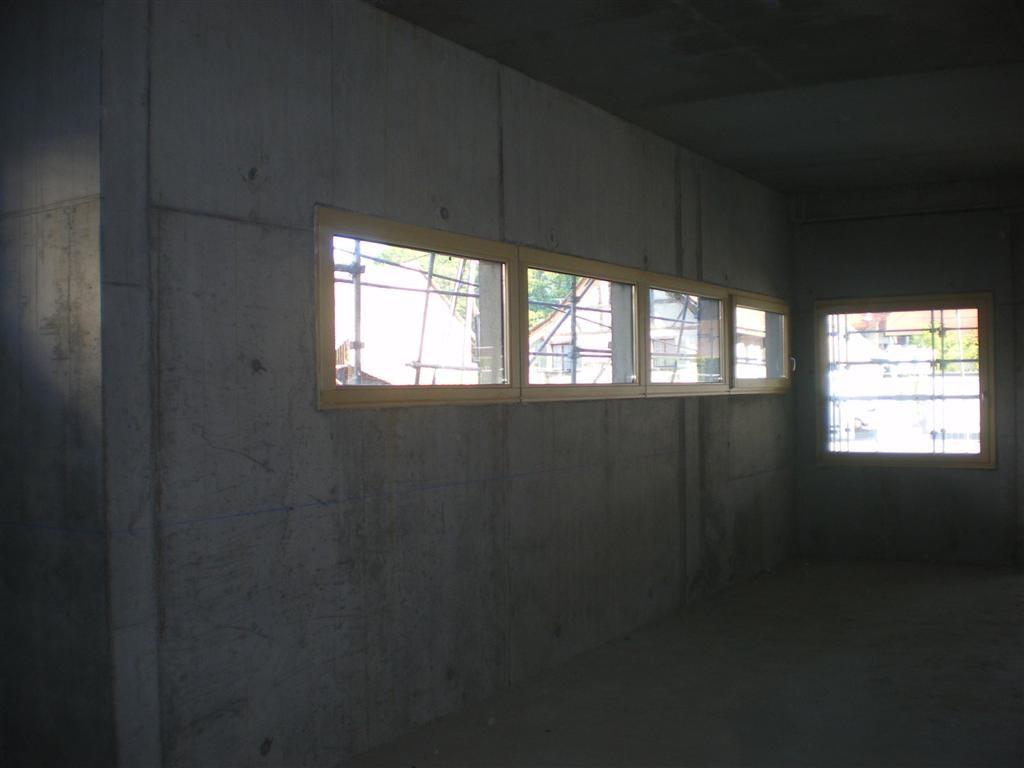 Semaine 18 : pose des fenêtres dans la salle du conseil et dans le bureau du secrétaire