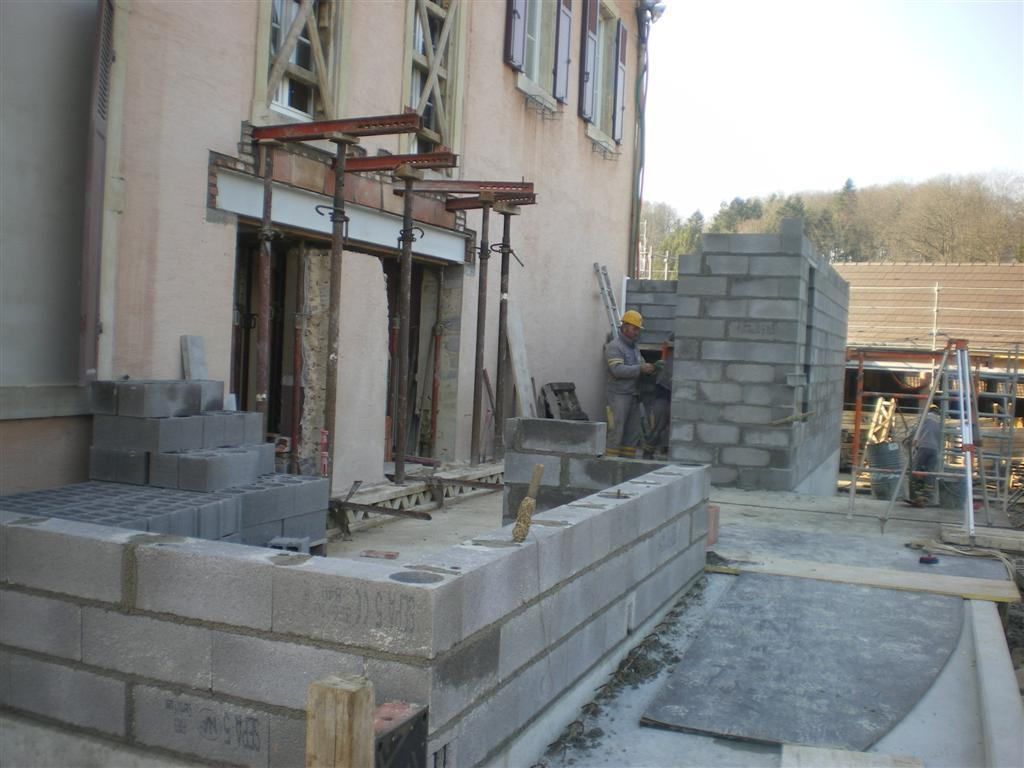 Semaine 12 : construction des sanitaires de l'école