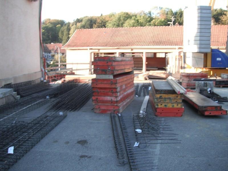Semaine 38,la cour de l'école est transformée en dépôt de materiaux de construction