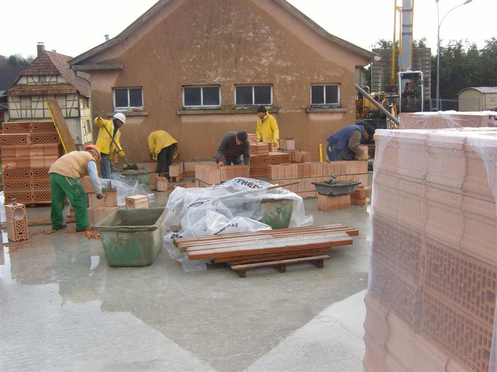 Mercredi 14 décembre : construction du mur de la future cuisine