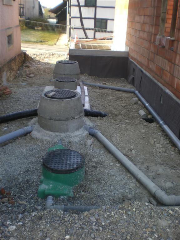 Semaine 51 : mise en place et branchement de la  fosse septique et du bac à graisse