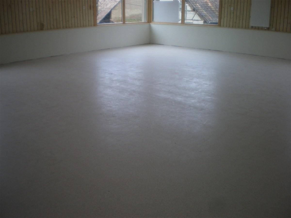 Semaine 5 : pose du sol souple dans la salle et dans les locaux de rangement