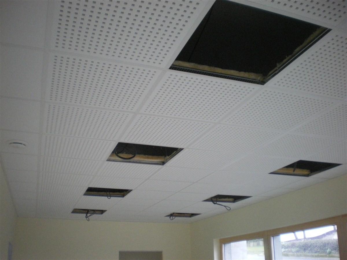 Semaine 1: pose des faux-plafonds dans la salle et dans la mairie