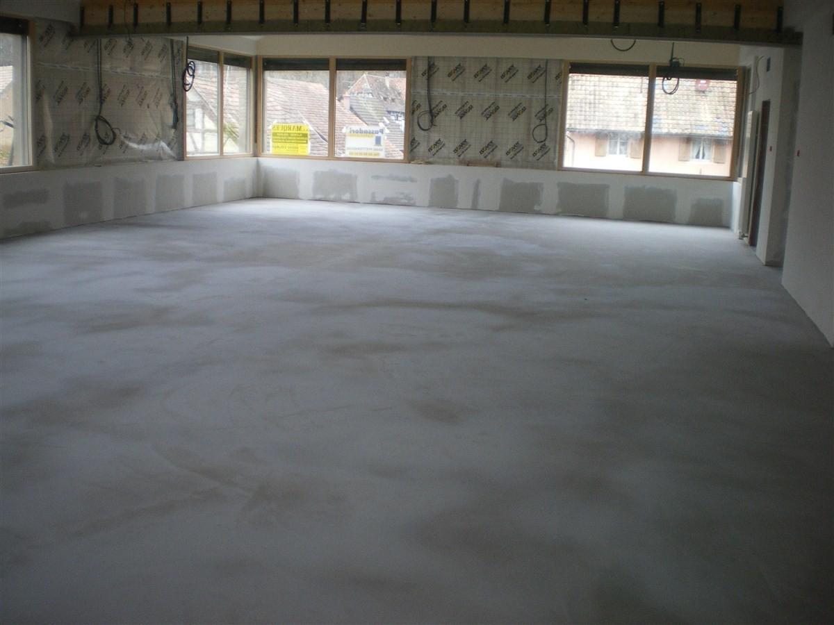 Semaine 1 - 2013 : c'est la reprise du chantier avec la pose du sol souple à la mairie