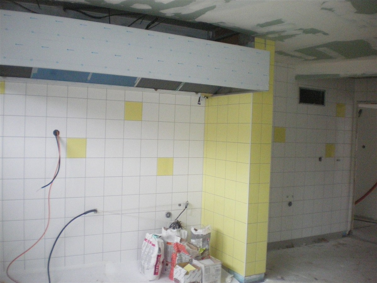 Semaine 51 : pose du carrelage mural dans la cuisine
