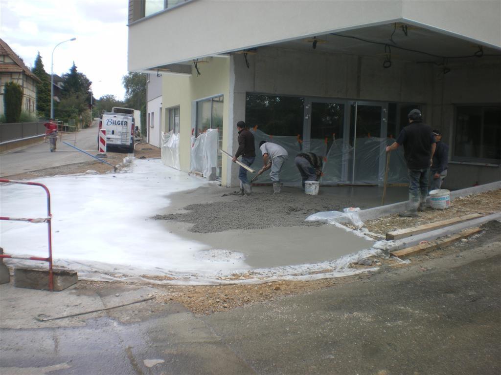 Semaine 38: travaux de finition devant l'entrée de la Mairie