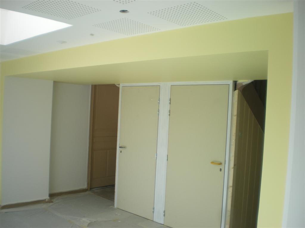 Semaine 33: le peintre est entré en action dans les sanitaires de l'école