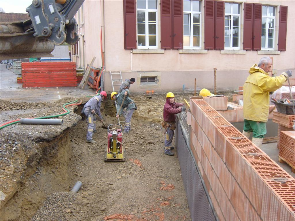Semaine 50 : remblais de la cour et mise en place du drainage
