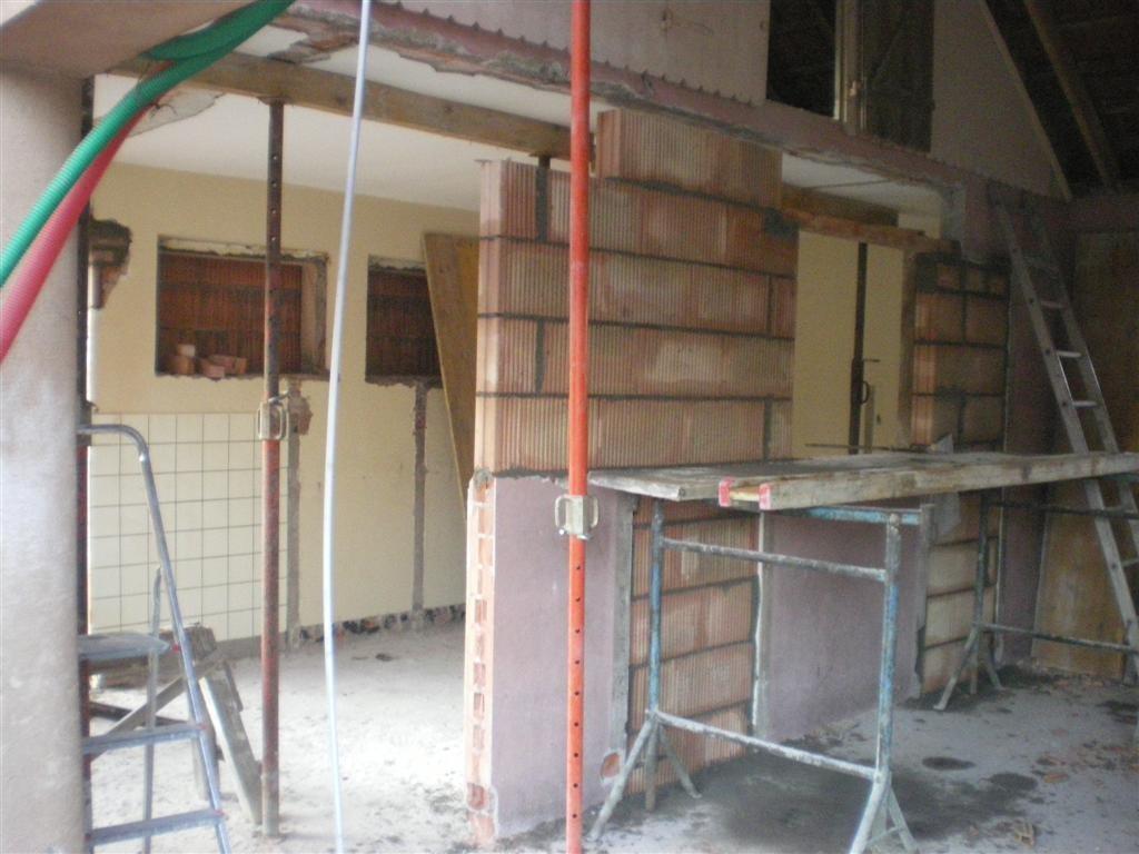 Semaine 3 : transformation des sanitaires du préau en salle de rangement