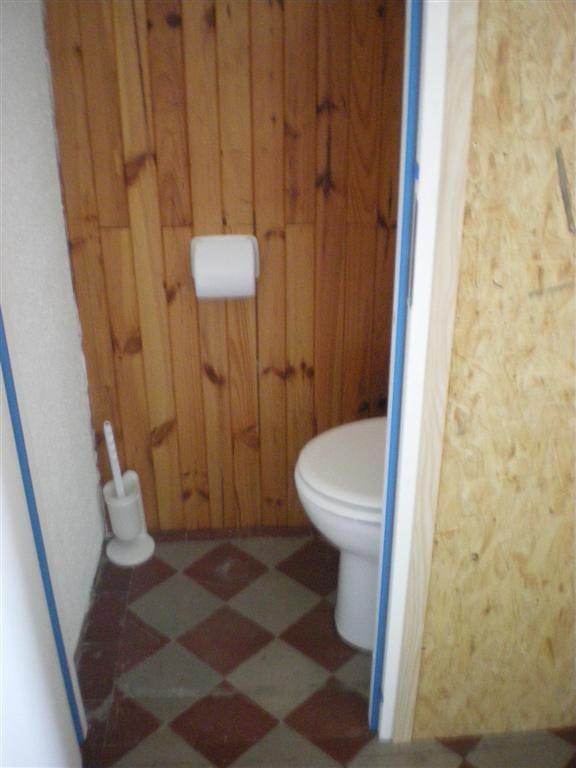 Vendredi 02.09.2011 mise en place de 2 WC provisoire pour l'école, merci à Hervé et Sébastien