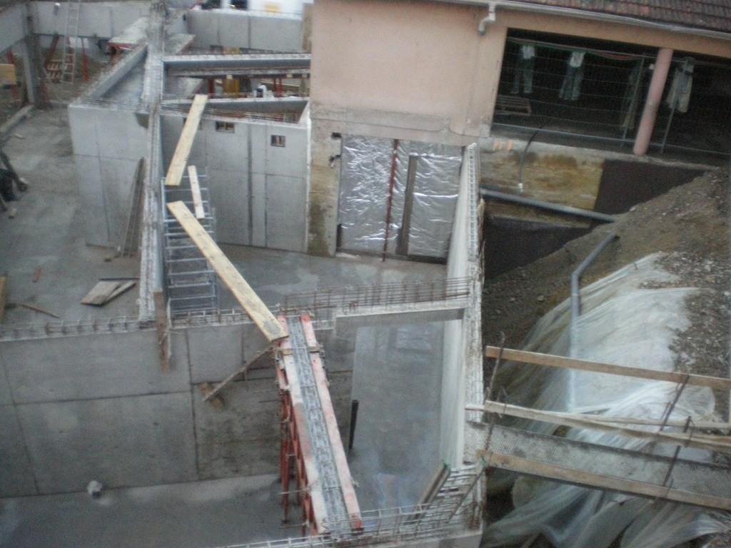 Semaine 47 :au fond à droite l'accès par le local pompier au local technique.