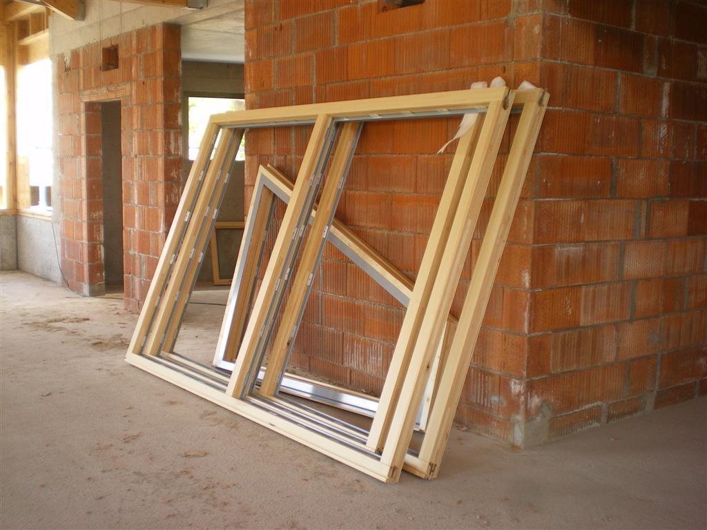 Semaine 18 : pose des fenêtres de la Salle et de la Mairie