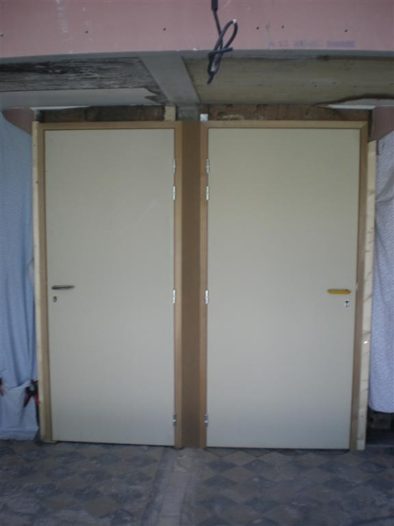 semaine 27: mise en place de nouvelle porte pour l'accès à la cave de l'école