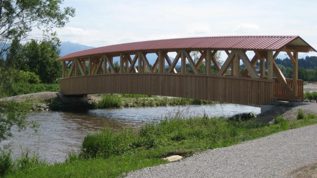 Holzbrücke auf dem Lechsee-Rundweg