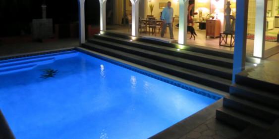 SK-Whirlpool - Pool bei Nacht beleuchtet