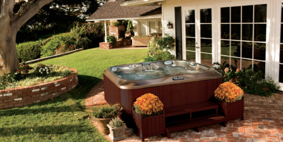 SK-Whirlpool-Außenwhirlpool freistehend im Garten
