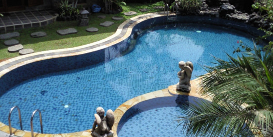 SK-Whirlpool-Pool im Garten