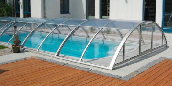 SK-Whirlpool - Geschlossene Überdachung bei einem Pool