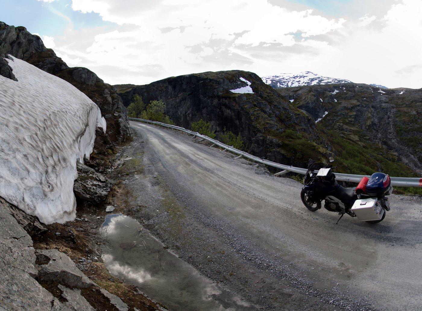 Südlich von Sundalsora gibt es eine Bergstraße...