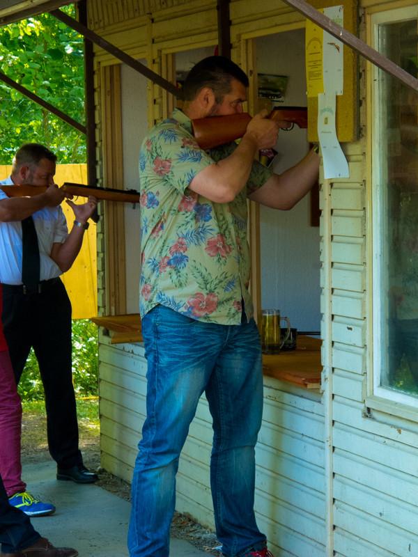 Die Laien dürfen auch mal an's Gewehr.