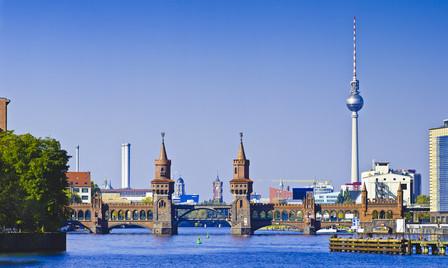 Berlin mit Blick auf die Oberbaumbrücke und den Fernsehturm