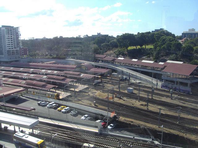 鉄道・バスターミナルの「ローマストリートステーション」