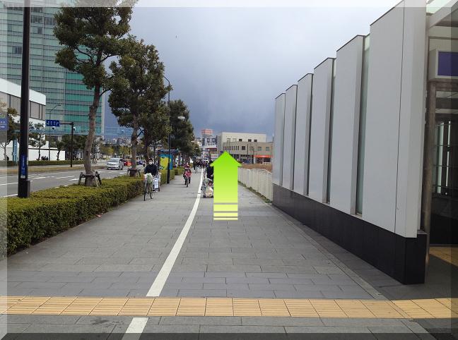 新高島駅前