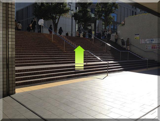 横浜駅東口階段