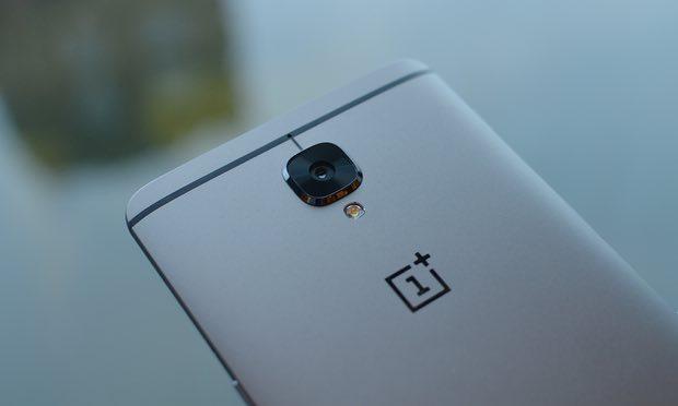 Die gunmetallgraue Farbe ist etwas dunkler als das Grau des OnePlus 3
