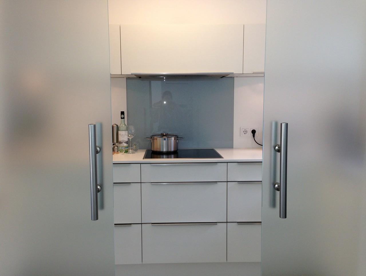 Folierung von Glastüren als Sichtschutz im Küchenbereich