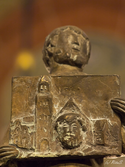 Figur 27 - Erzbischof Johann Rode mit der Darstellung des Domes und dem Kopf vom damaligen Dombaumeister Cord Poppelken