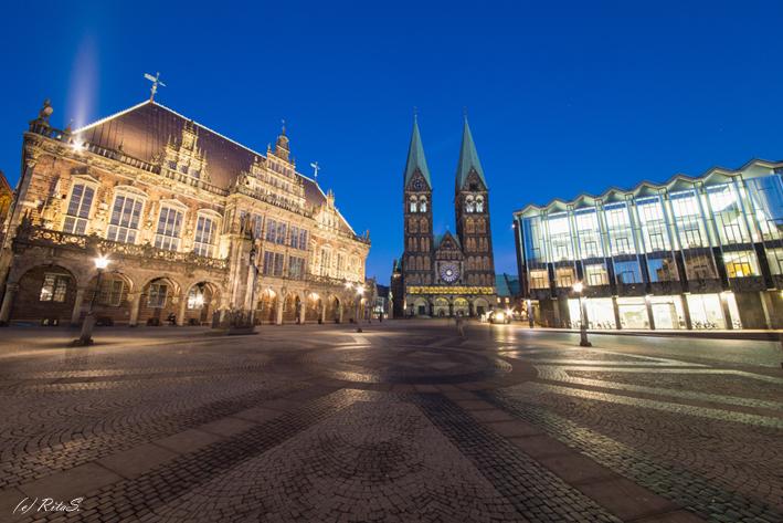 Bremens GUTE STUBE, der Marktplatz mit dem Rathaus, dem Dom und dem Parlamentsgebäude