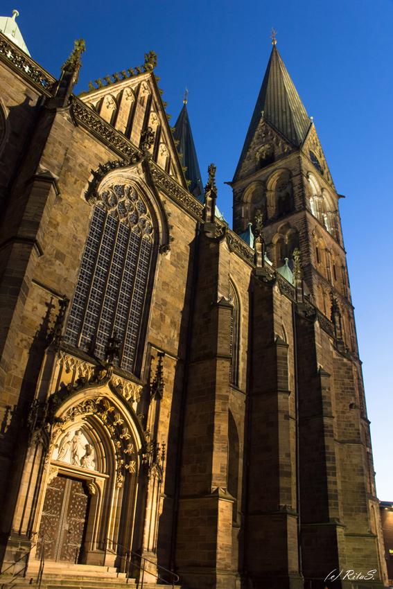 Die Nordseite des Bremer St. Petri Doms mit dem Brautportal, Blick nach Westen