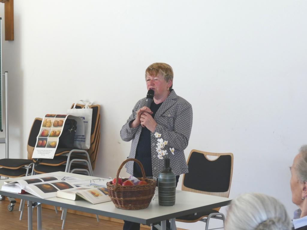 Korbinian Aigner, der Apfelpfarrer mit Anna Federauer