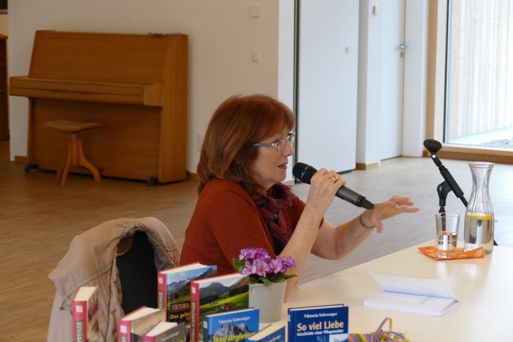Eine Schriftstellerin erzählt mit Richardis Ahammer-Schwenger