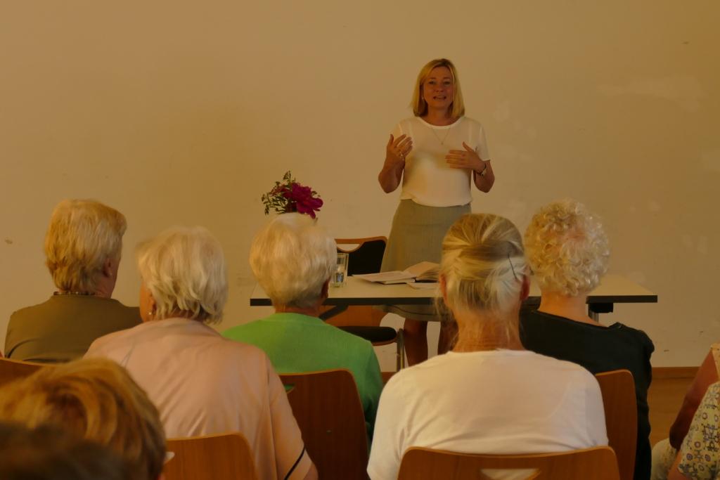 """""""Alter(n) und Würde"""" – neue Denkanstösse mit Doris Rauscher, MdL, Ebersberg"""