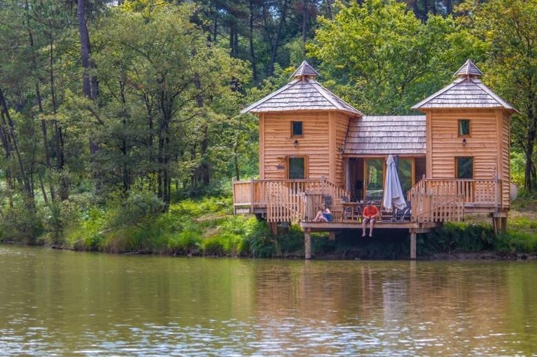 Hebergement insolite cabane dans les arbres dordogne for L interieur d un chateau d eau