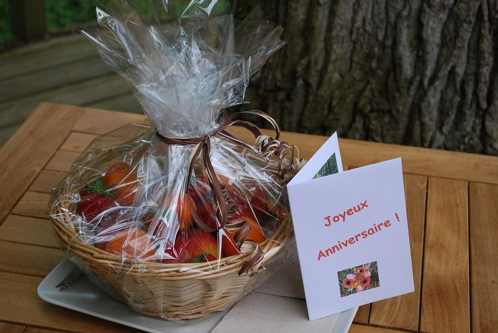 corbeille de fruits et carte d'anniversaire