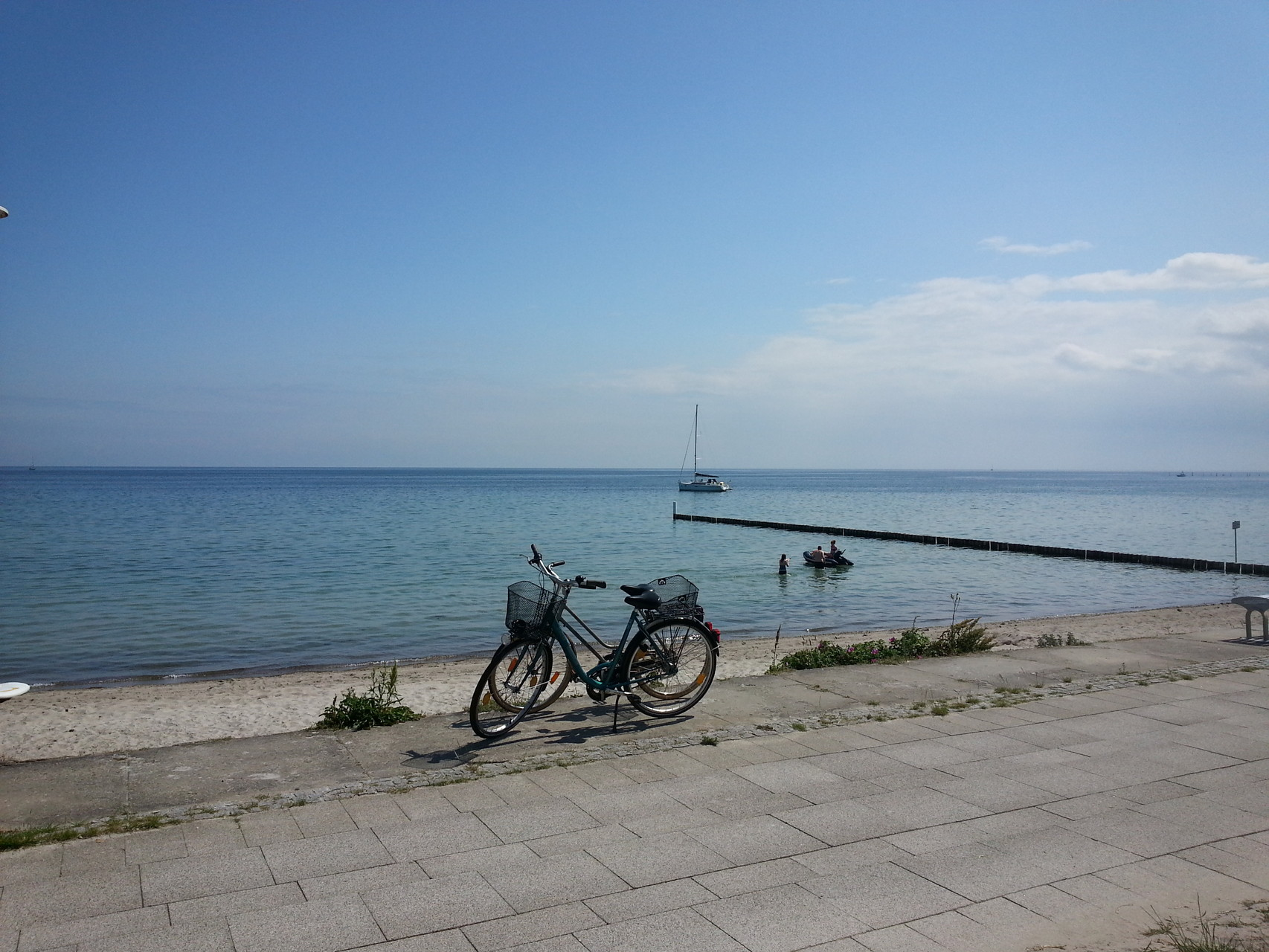 faire du vélo au bord de la mer