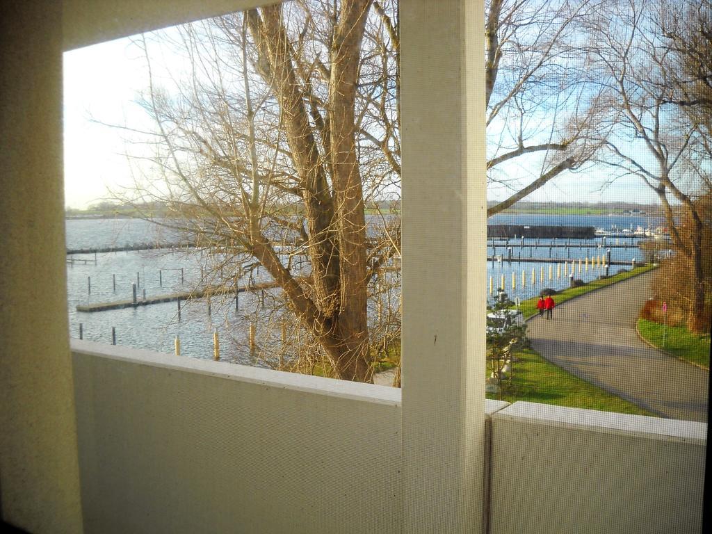 Eingang zur Wohnung mit Blick auf den Yachthafen