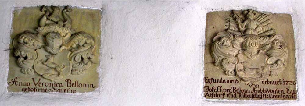 Foto 02.04.2010  Wappen im Eingangstor des Unteren Schlosses