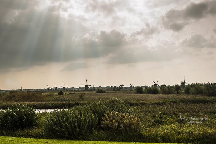 Zonnenharp boven de Kinderdijk