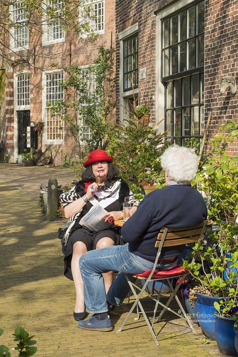 Zomer in één van de Haarlemse Hofjes