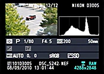 Histogram achterop het lcd scherm van een camera