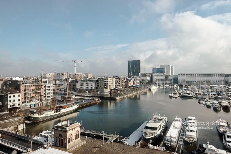 Antwerpen: Zicht op de haven bovenuit het MAS