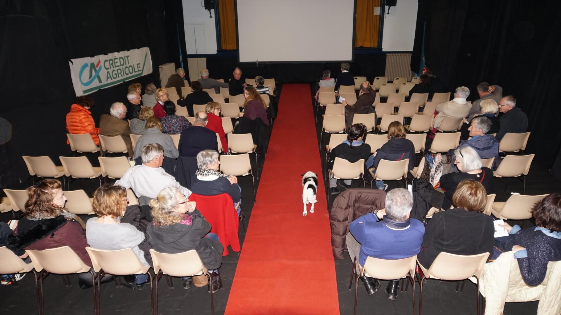 LUSSAC: la salle des fêtes transformée en cinéma