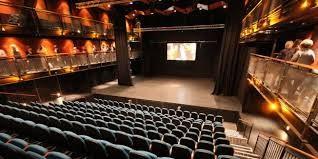 劇場はこんな感じ。